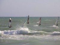 Salti con windsurf