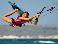Women and kitesurf