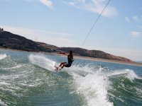 Sul wakeboard sulle onde