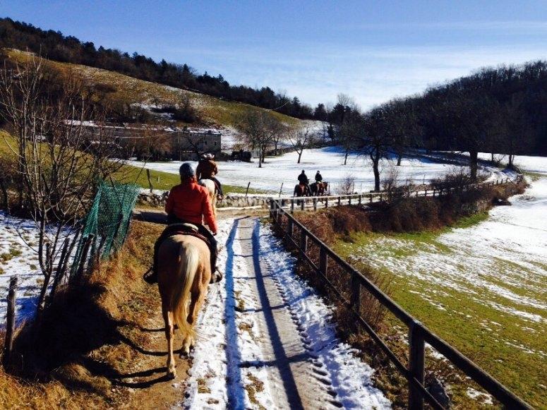A cavallo sui sentieri innevati