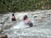Guadando il fiume Alcantara