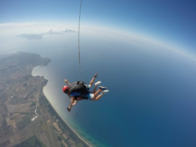 Tandem parachute jump in Rome 45 minutes