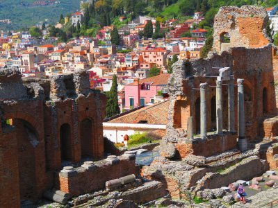 Two-hour guided tour of Taormina in Sicily