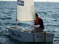 Bambino su barca