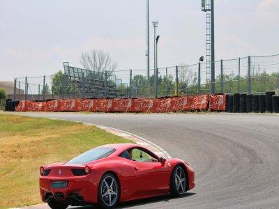 1 giro in una Ferrari 430 al circuito di Busca