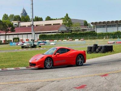 1 giro con la Ferrari 430 sul circuito di Jesolo