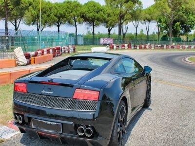 1 lap with Lamborghini Gallardo at the Sarno circuit