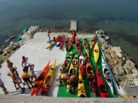 Gli allievi con le canoe