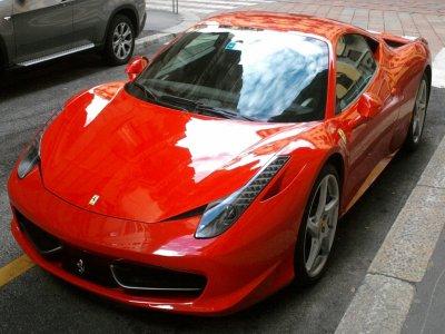 Un giro in Ferrari o Lamborghini vicino Roma