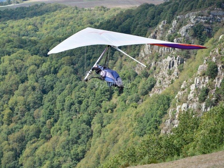 In deltaplano tra i monti bresciani