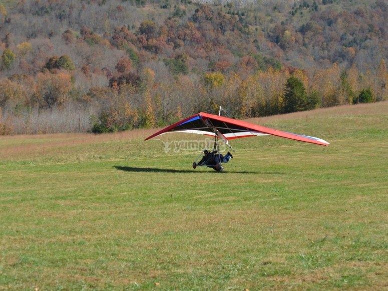 Pronti al decollo in deltaplano