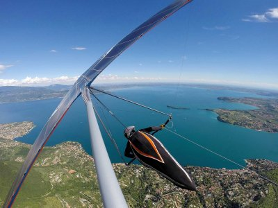 Hang gliding flight on Lake Garda with 2 hour video