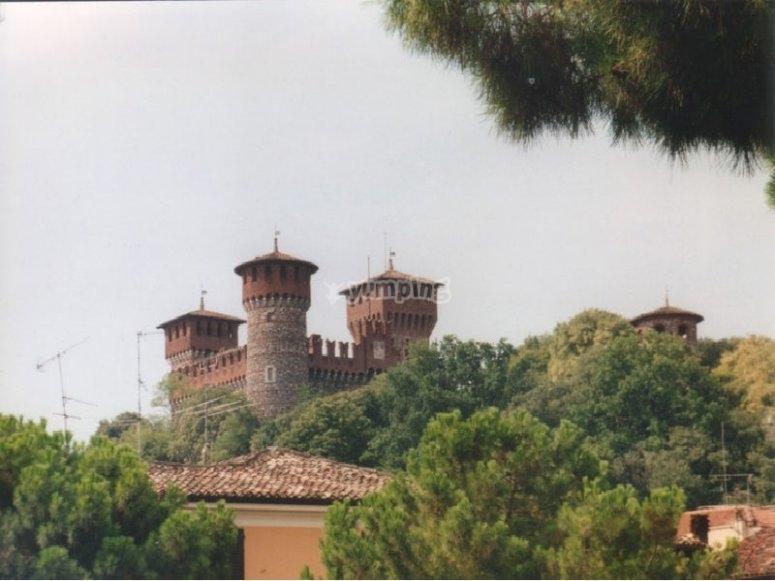 vieni a sorvolare sul castelo Bonoris di Montichiari