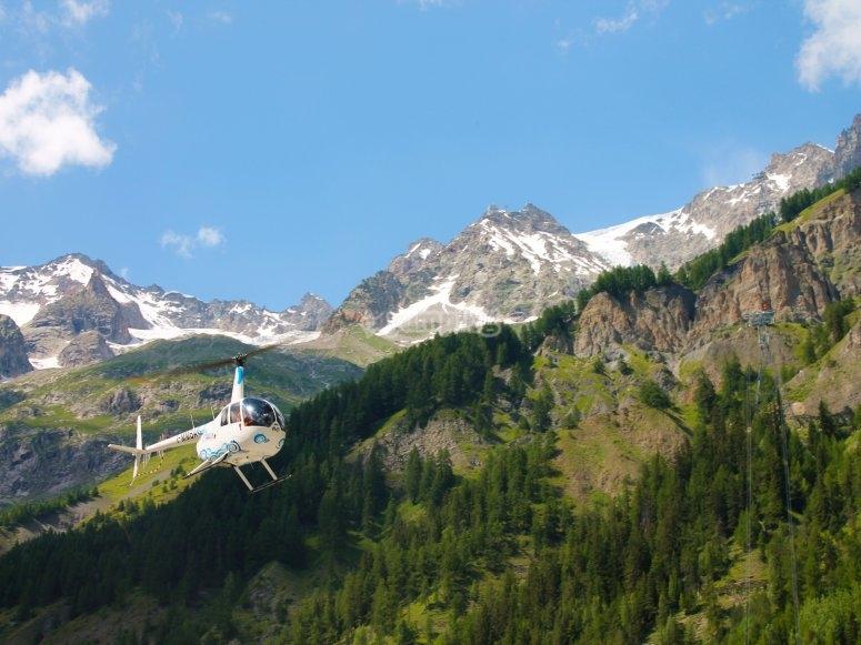 Volo in elicottero sulle vette del monte rosa