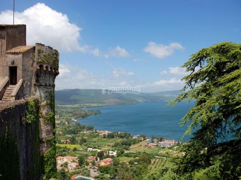il castello e il lago di bracciano