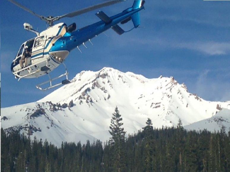 in elicottero sul monte Adamello