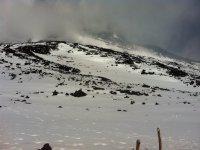 Il contrasto tra neve and deserti lavici