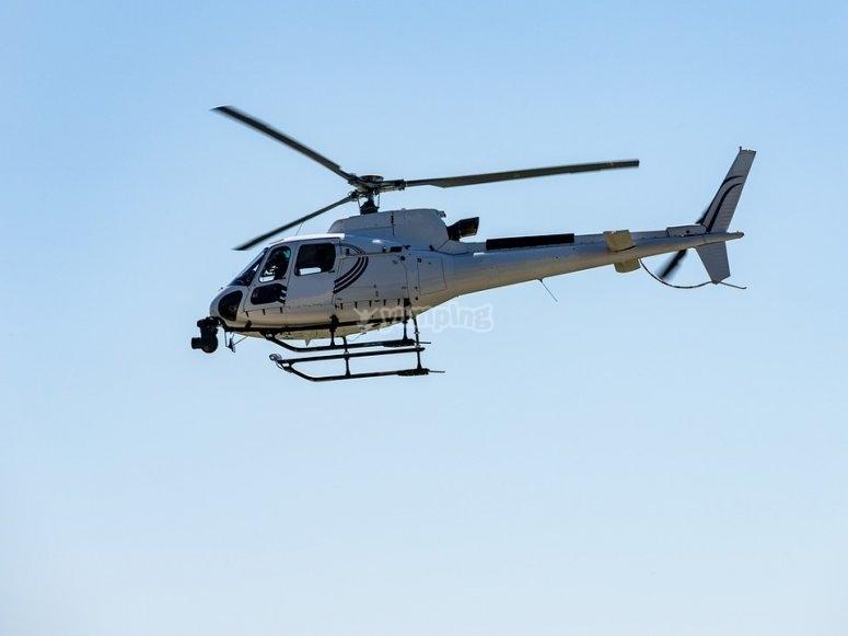L'elicottero in sorvolazione