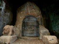 Tomba dei Demoni Alati
