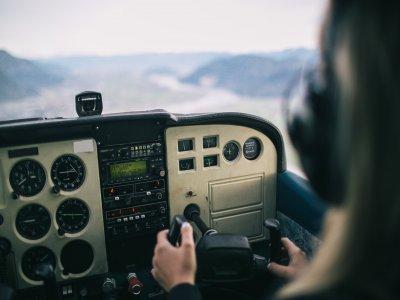 Pilota un aereoplano per 2 persone a Viterbo 15min