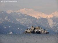Isola San Giulio in inverno_ lago d'Orta_italia