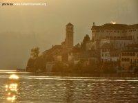 Isola San Giulio a ltramonto_ lago d'Orta_italia