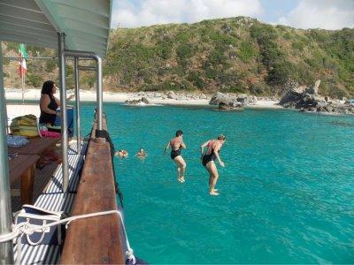 Escursione in barca di 7 ore nella Costa degli Dei
