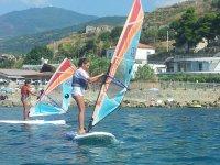 Imparando le basi del windsurf
