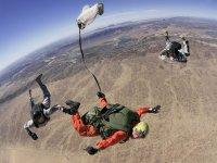 Apertura paracadute caduta libera