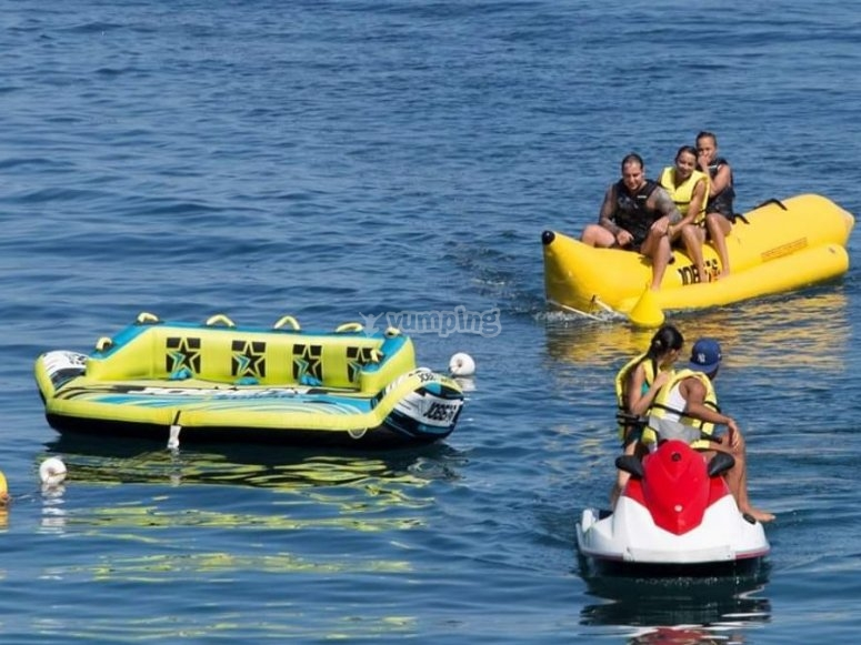 banana boat nel mare della sicilia