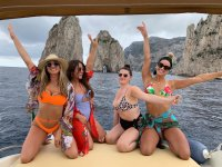 come and discover Capri with your friends