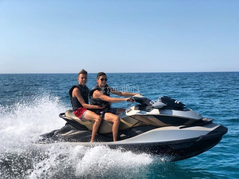 jet skis in couple