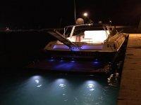 catamarano di notte