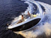 Modello barca a motore