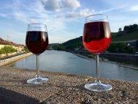 Vino rosso locale