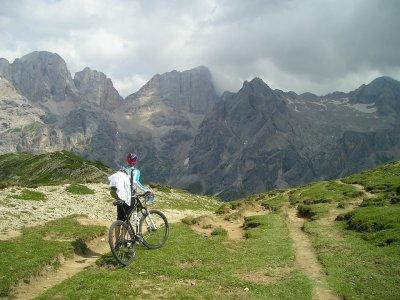 Tour mountain bike sulle Dolomiti mezza giornata