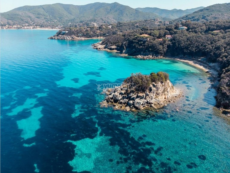 crystal clear waters of the island of elba