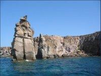 Excursions by boat to the faraglioni Le Colonne