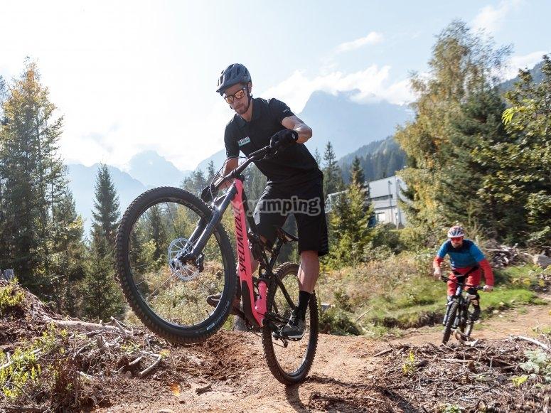 Coppia in mountain bike