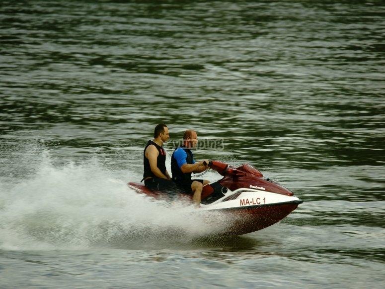 Divertimento in moto d'acqua