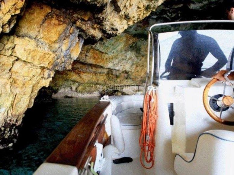 barca in grotta