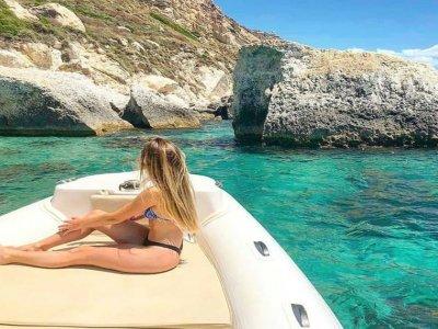 Tour in barca condivisa a Cagliari 3 ore e mezza