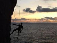 escalade au coucher du soleil