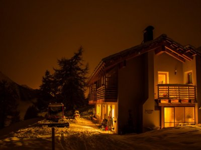 Weekend in a hut with snowmobile in Sestriere