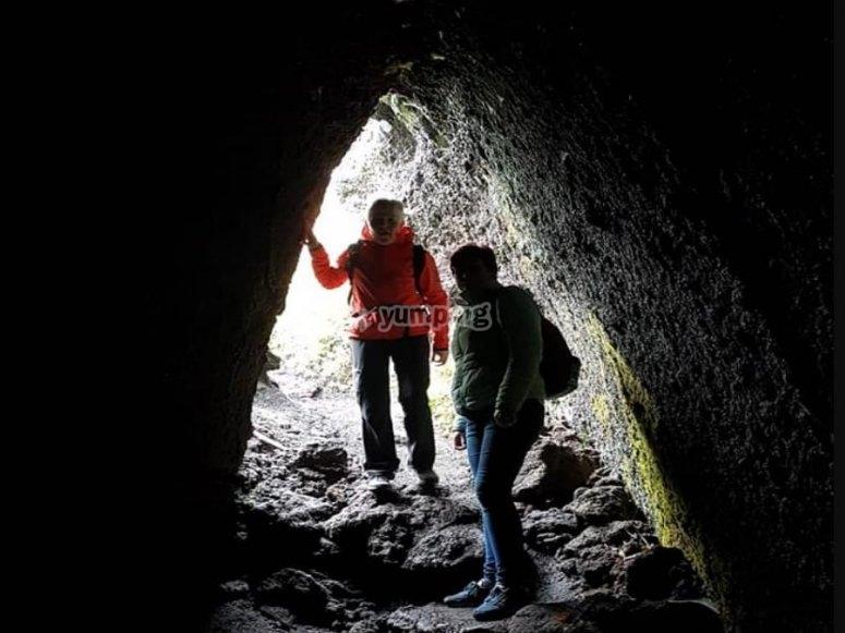 grotta a scorrimento lavico