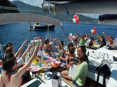 Tour in barca Gallinara con pranzo a bordo 8 ore