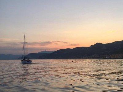 Cena in barca per coppie nella baia di Noli 3 ore