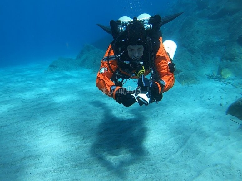 confined water immersion