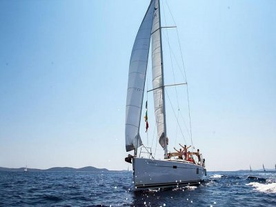 Pesca in barca a vela a Pomezia di 9 ore