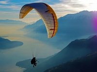 Paragliding flight on Lake Iseo of 20 min with video